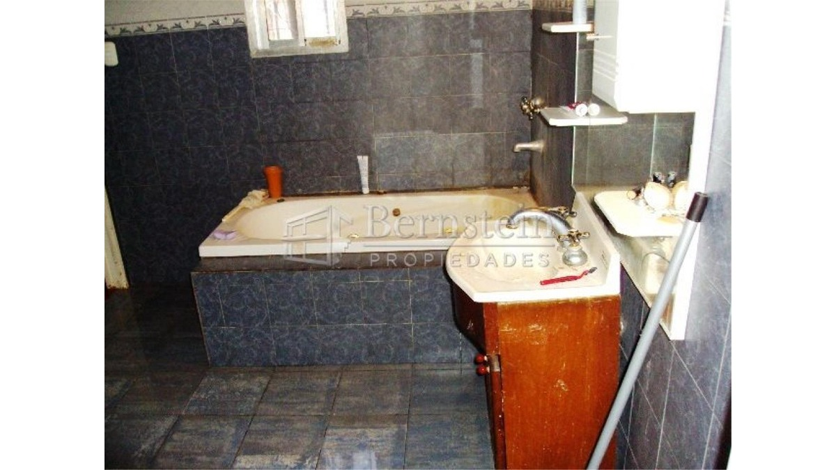 casa en venta 3 dormitorios en udaondo ituzaingo 962m2