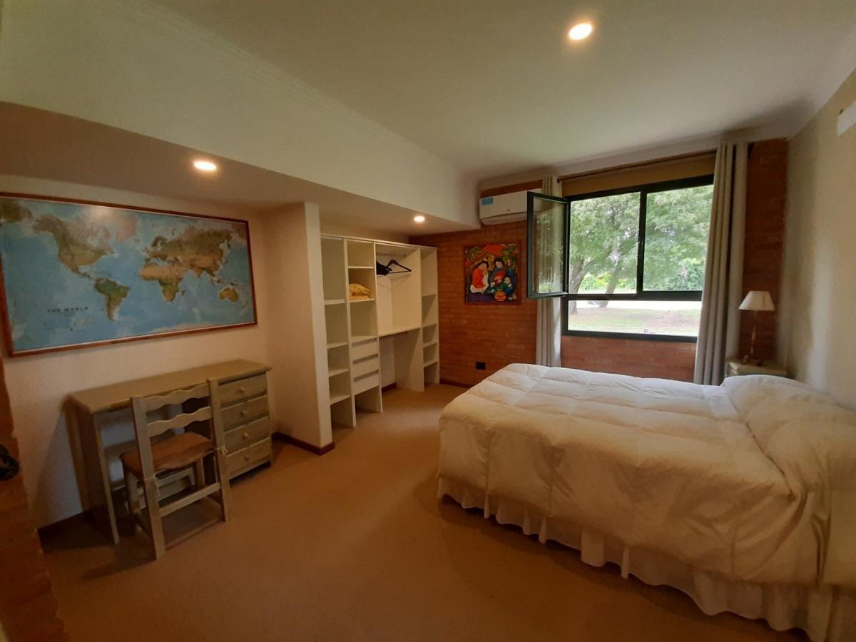 casa en venta. 3 dormitorios y pileta. b° santa catalina.