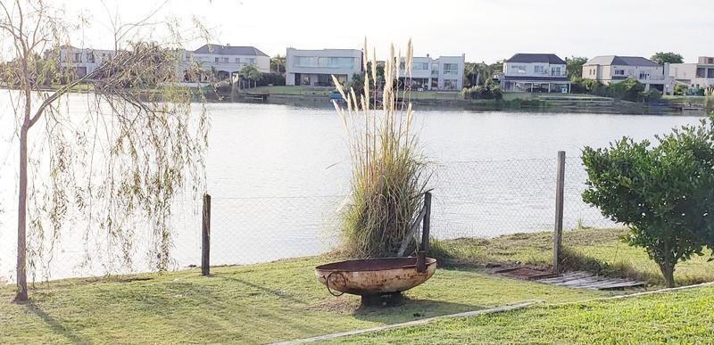 casa en venta 4 amb. a la laguna en santa teresa -  villanueva  tigre financiada
