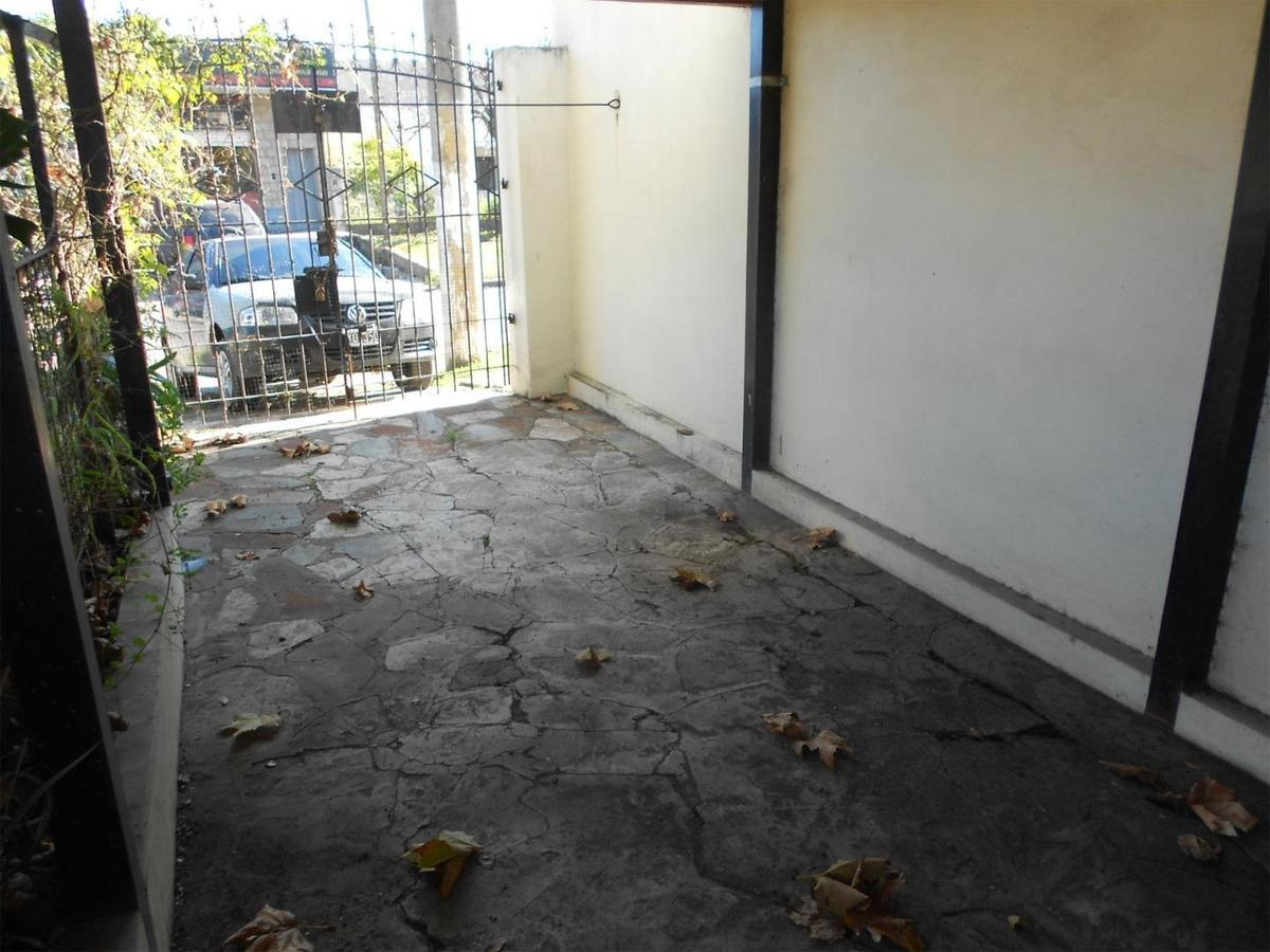 casa en venta : 4 ambientes : ituzaingo : barrio aeronautico