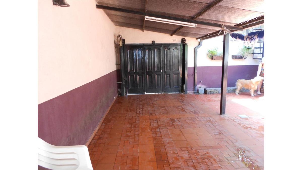 casa en venta :: 4 ambientes :: udaondo :: 210m2
