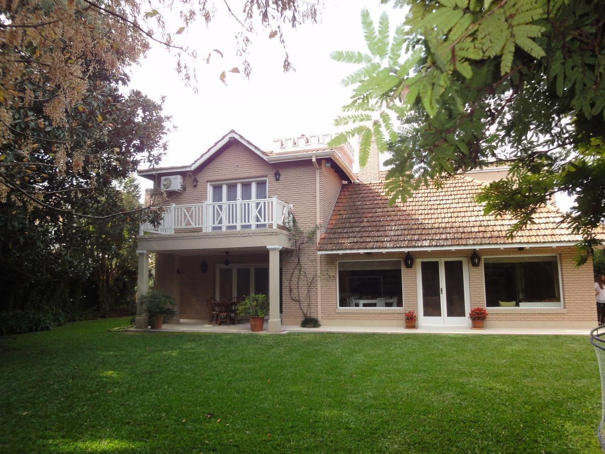 casa en venta, 4 dormitorios, esplendido jardin y entorno. martinez de vias a libertador.