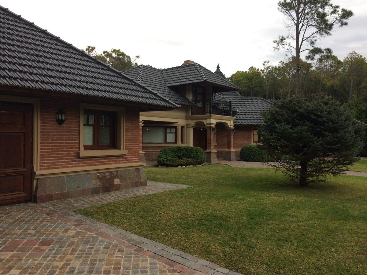 casa en venta. 5 amb. 4 dor. 450 m2. 450 m2 cub