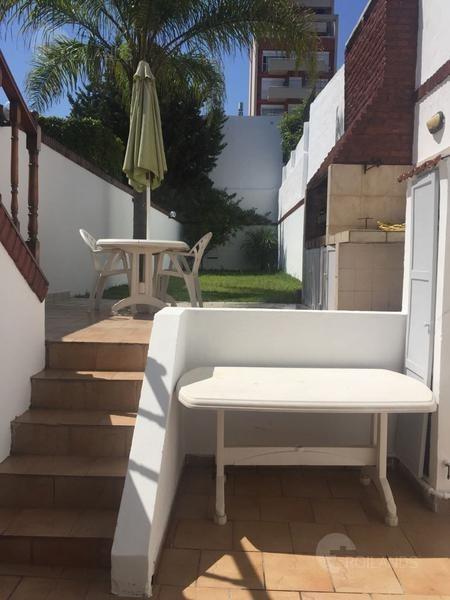 casa en venta 5 ambientes, cochera amplia, parrilla y jardín en villa devoto