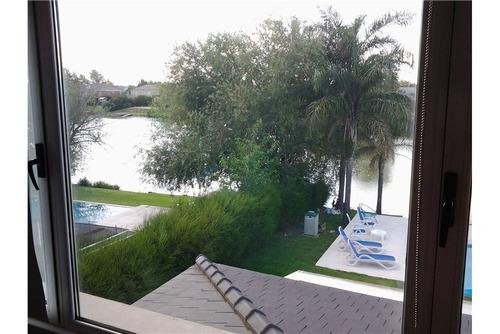 casa en venta 8 ambientes barrio los castores al lago central