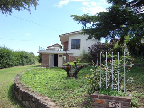 casa en venta, a 10 cuadras del centro, 2 del rio. excelente
