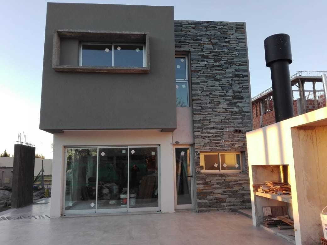 casa en venta a estrenar calle 501 y 151 barrio privado