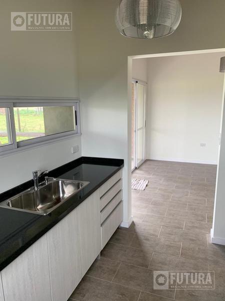 casa en venta a estrenar de dos dormitorios en ibarlucea b° las casuarinas.