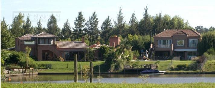 casa en venta a la laguna en santa maria de tigre