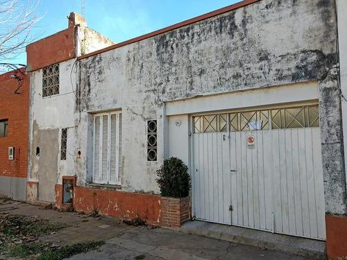 casa en venta a refaccionar o demoler en campana centro. excelente lote para construcción en altura.