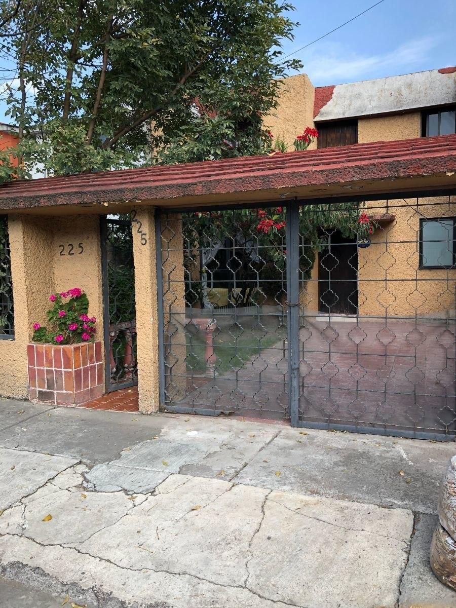 casa en venta a remodelar  valle dorado