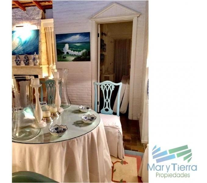 casa en venta. a seis cuadras del mar.  cuenta con tres dormitorios.-ref:1849