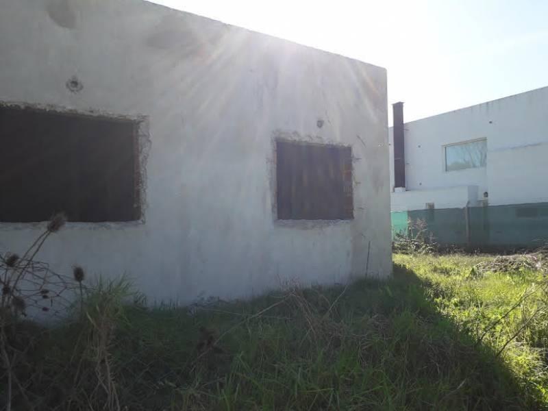 casa en venta a terminar de dos dormitorios en city bell, la