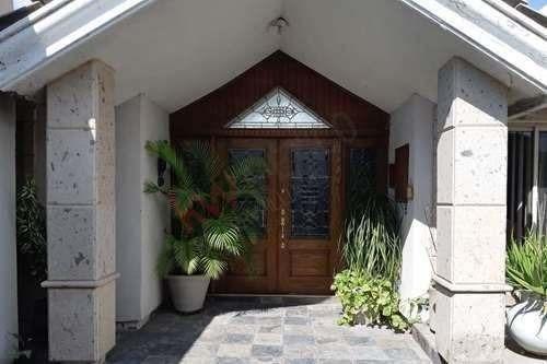 casa en venta, a una cuadra del blvd. constitución, colonia las margaritas, torreón, coahuila