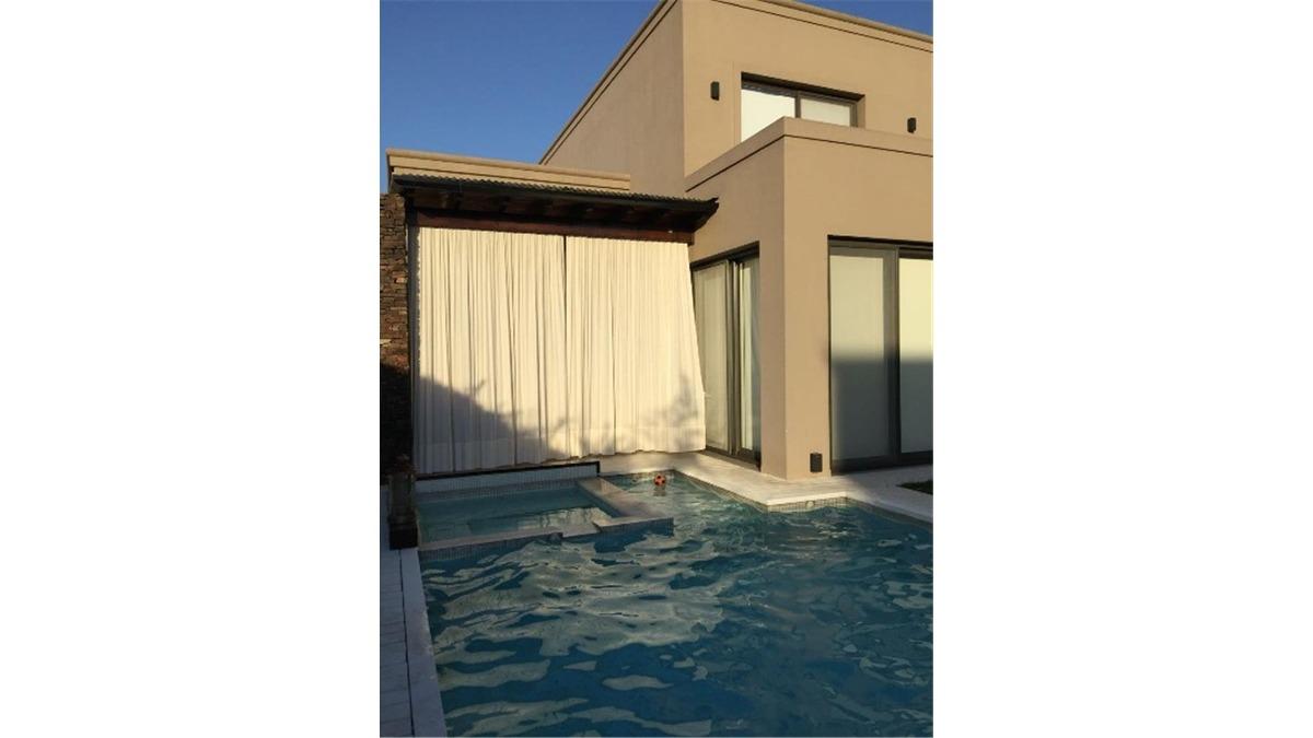 casa en venta :: altos del sol :: 5 ambientes :: 544m2