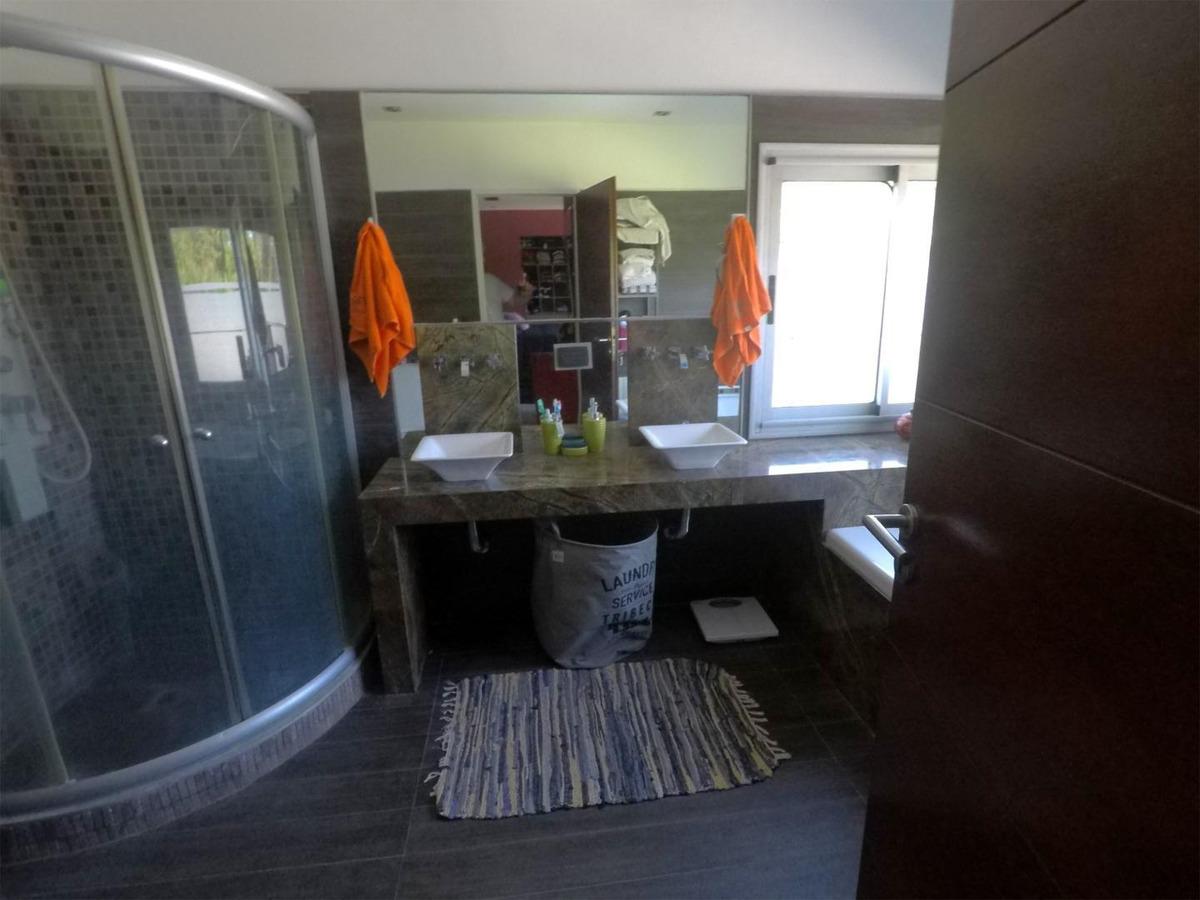 casa en venta :: altos del sol :: 6 ambientes :: 975m2