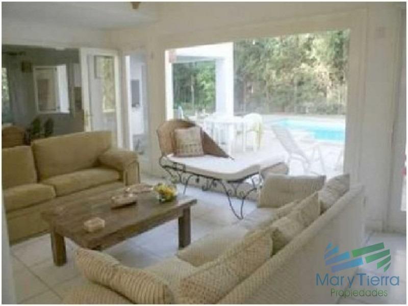 casa en venta. ambientes amplios, a metros del mar. punta del este.-ref:1573