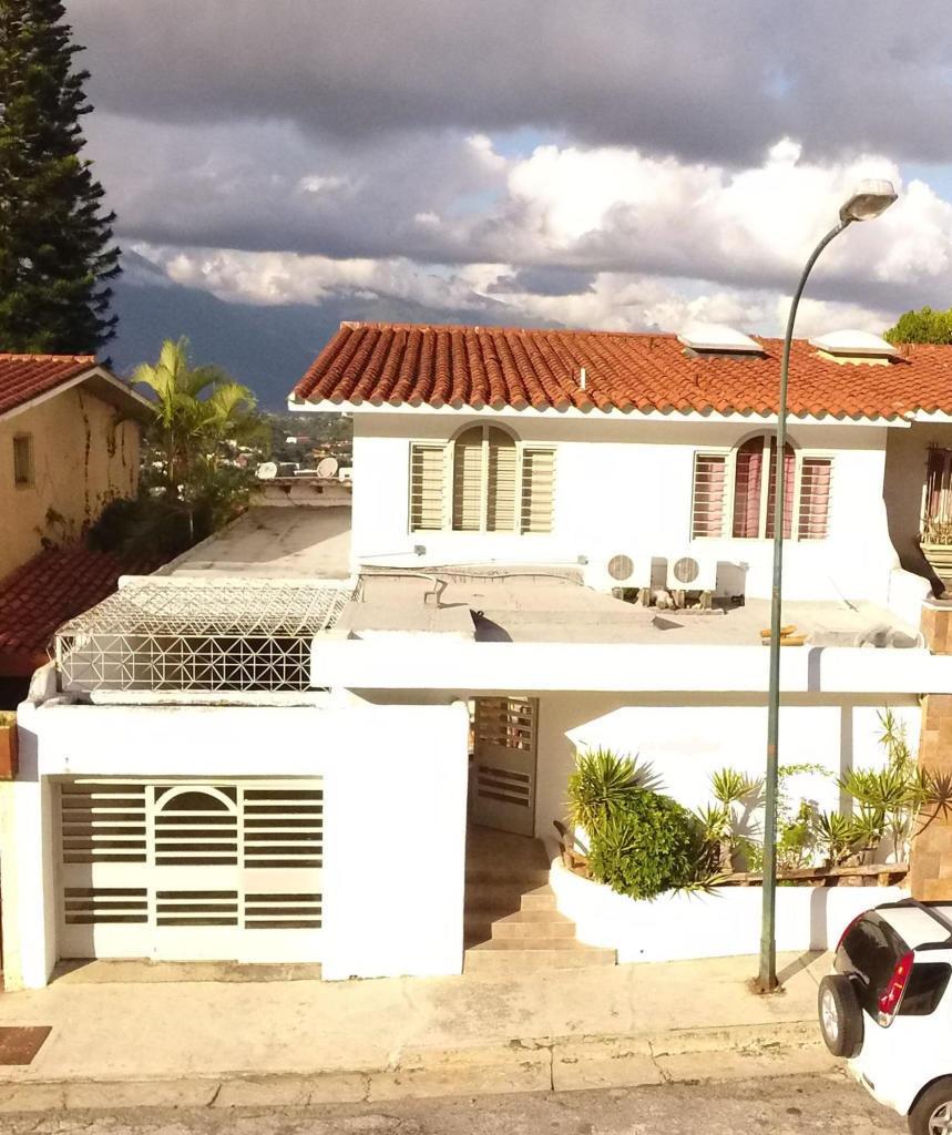 casa en venta angelica guzman  mls #19-16111