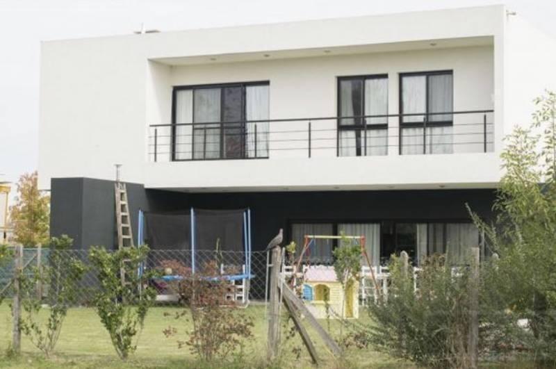 casa en venta  ayres plaza pilar