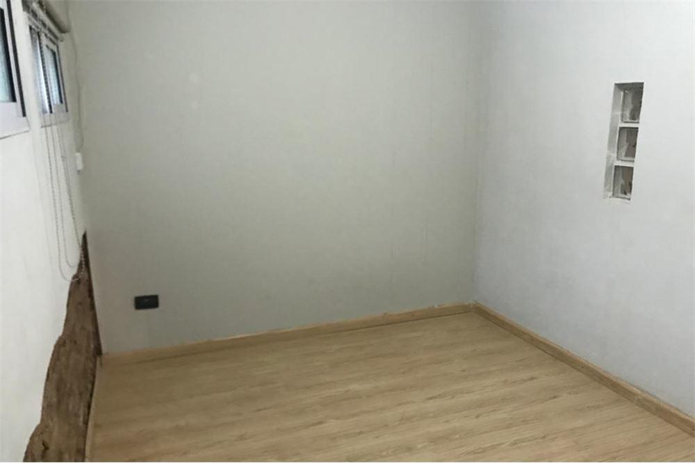 casa en venta , bª matheu, dos dormitorios y patio