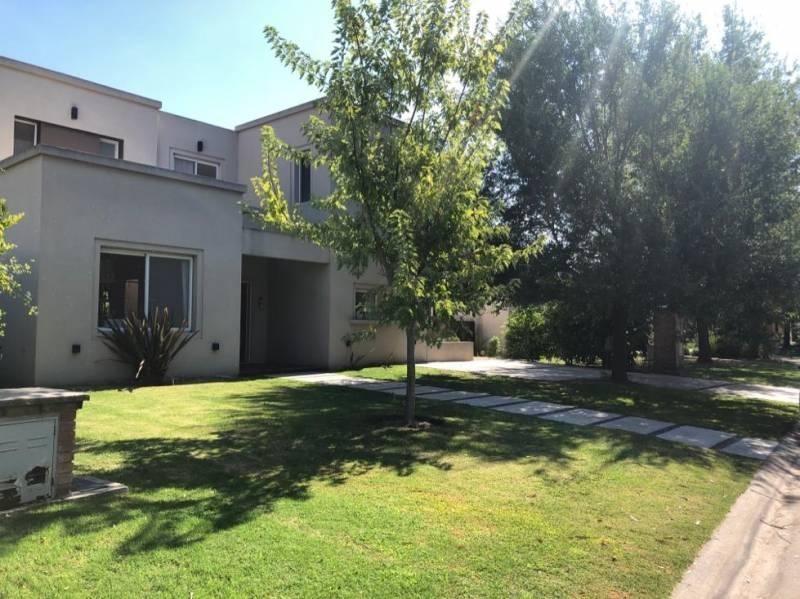casa en venta barrio cerrado la comarca