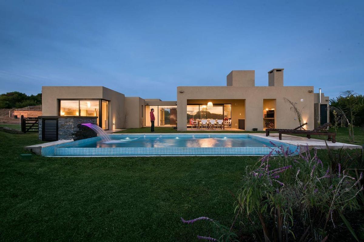 casa en venta barrio golf en costa esmeralda