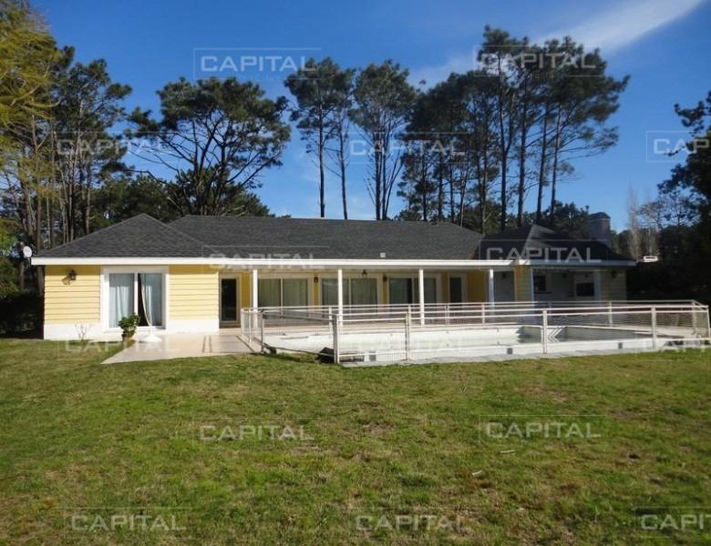 casa en venta barrio privado punta del este  laguna blanca-ref:25426