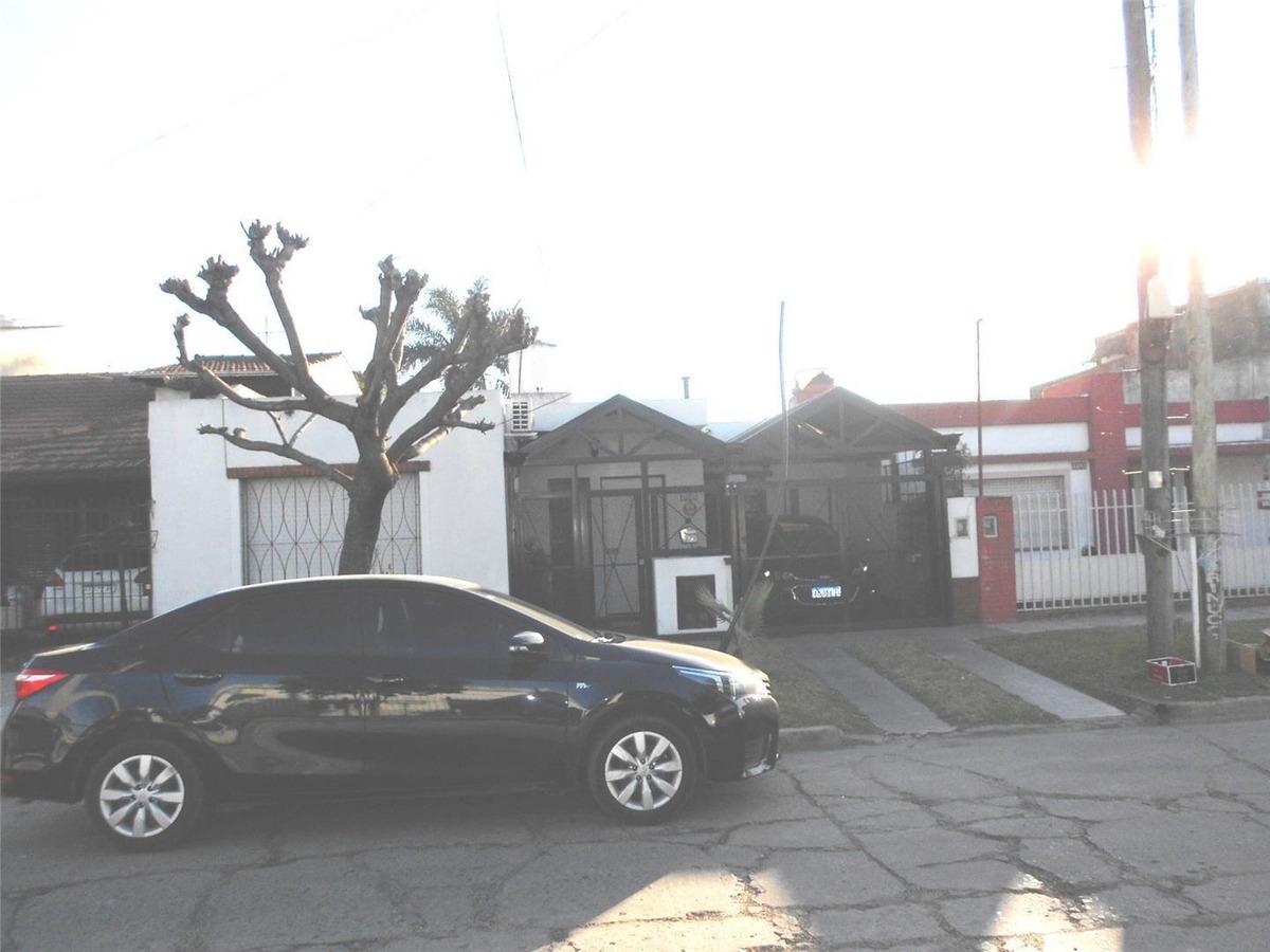 casa en venta :: castelar :: 3 ambientes :: 292m2