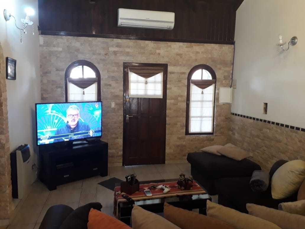 casa en venta castelar con quincho y piscina