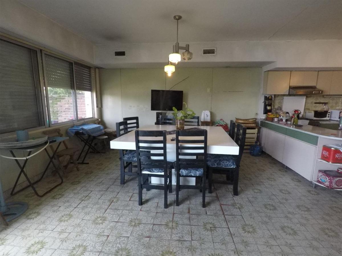 casa en venta :: castelar norte :: 8 ambientes