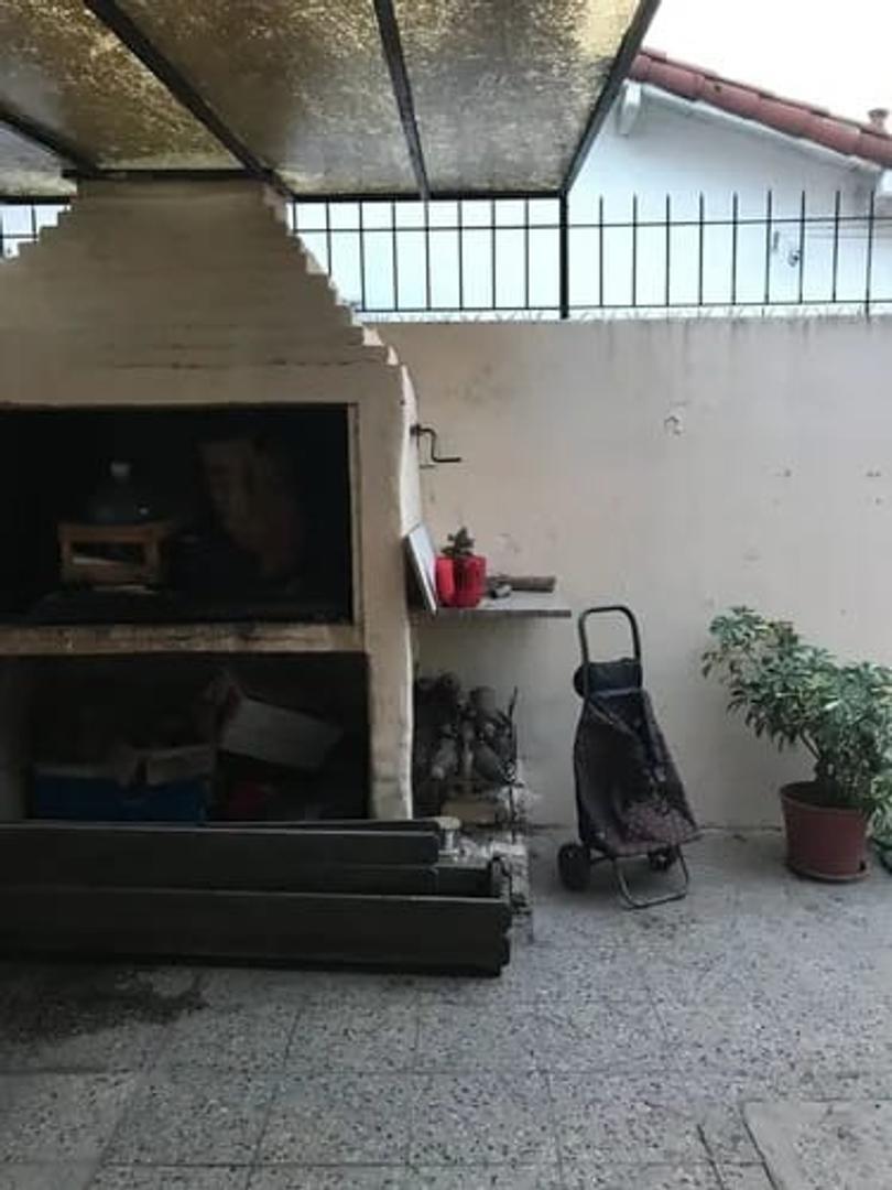 casa en venta castelar norte con cochera cubierta