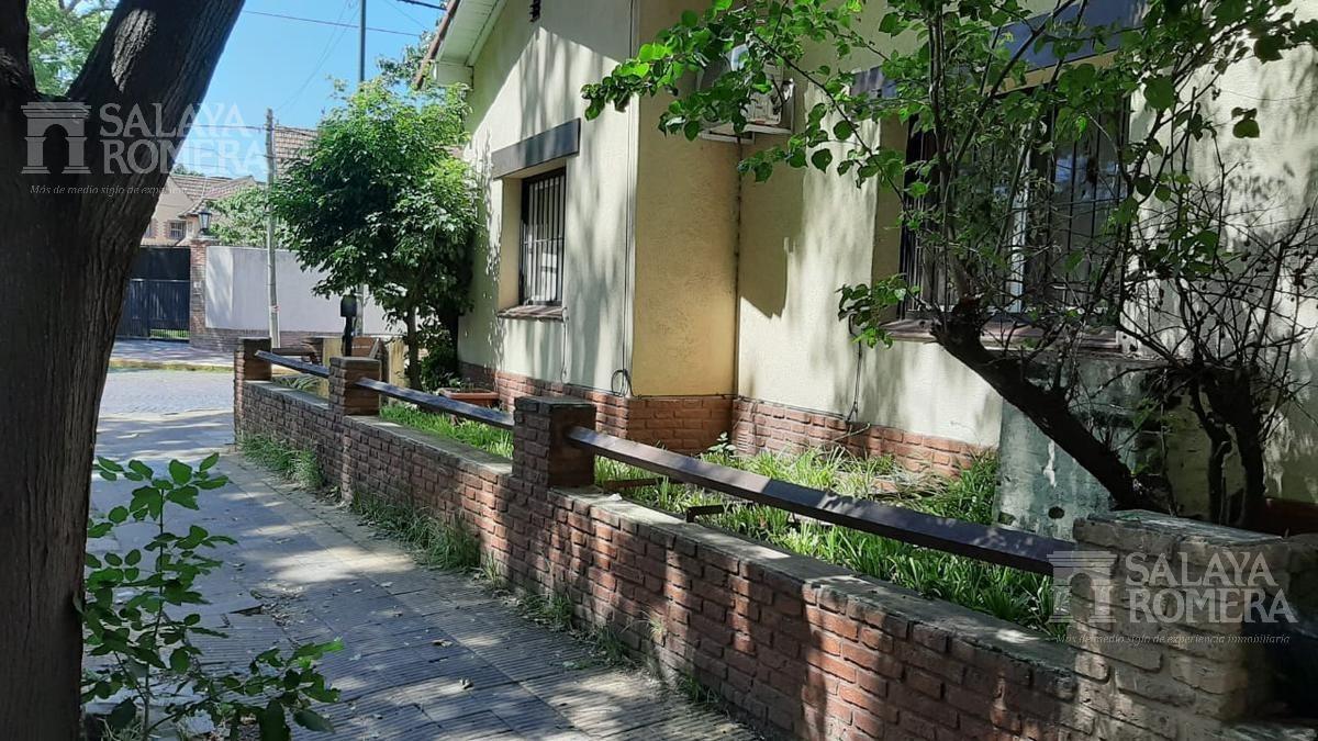 casa en venta centro san isidro con patio