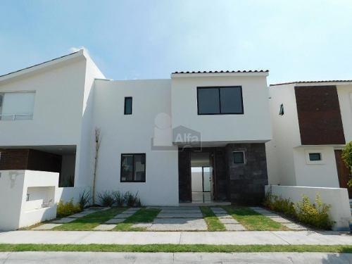 casa en venta cluster con excelente ubicación.