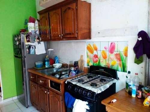 casa en venta col el romance tuxpan veracruz, se encuentra ubicada a 10 minutos de los centros comerciales sams y wall mar en la colonia el romance, cuenta con sala, comedor, cocina con cocina integr