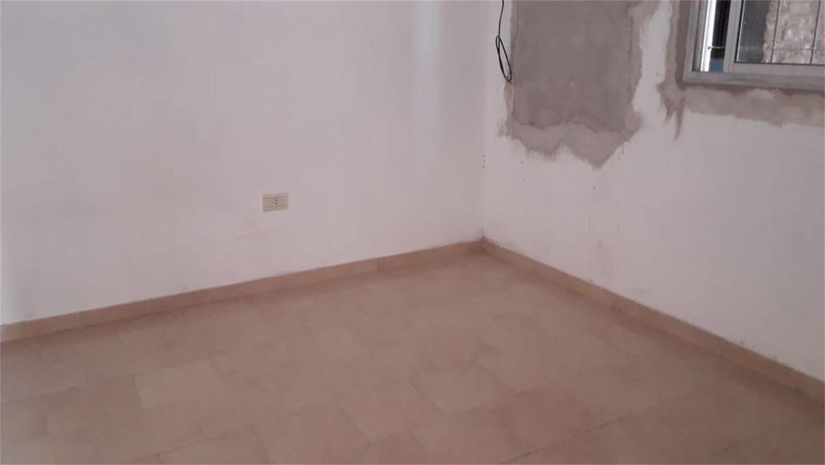 casa en venta con 2 dependencias al fondo | merlo