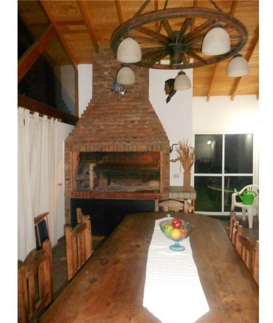 casa en venta con 2 dorm., pileta y quincho