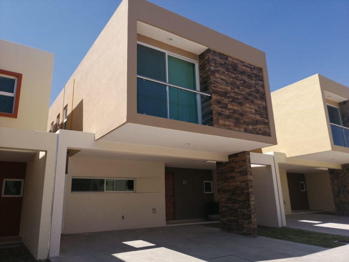 casa en venta con 3 recámaras en residencial la vista en querétaro