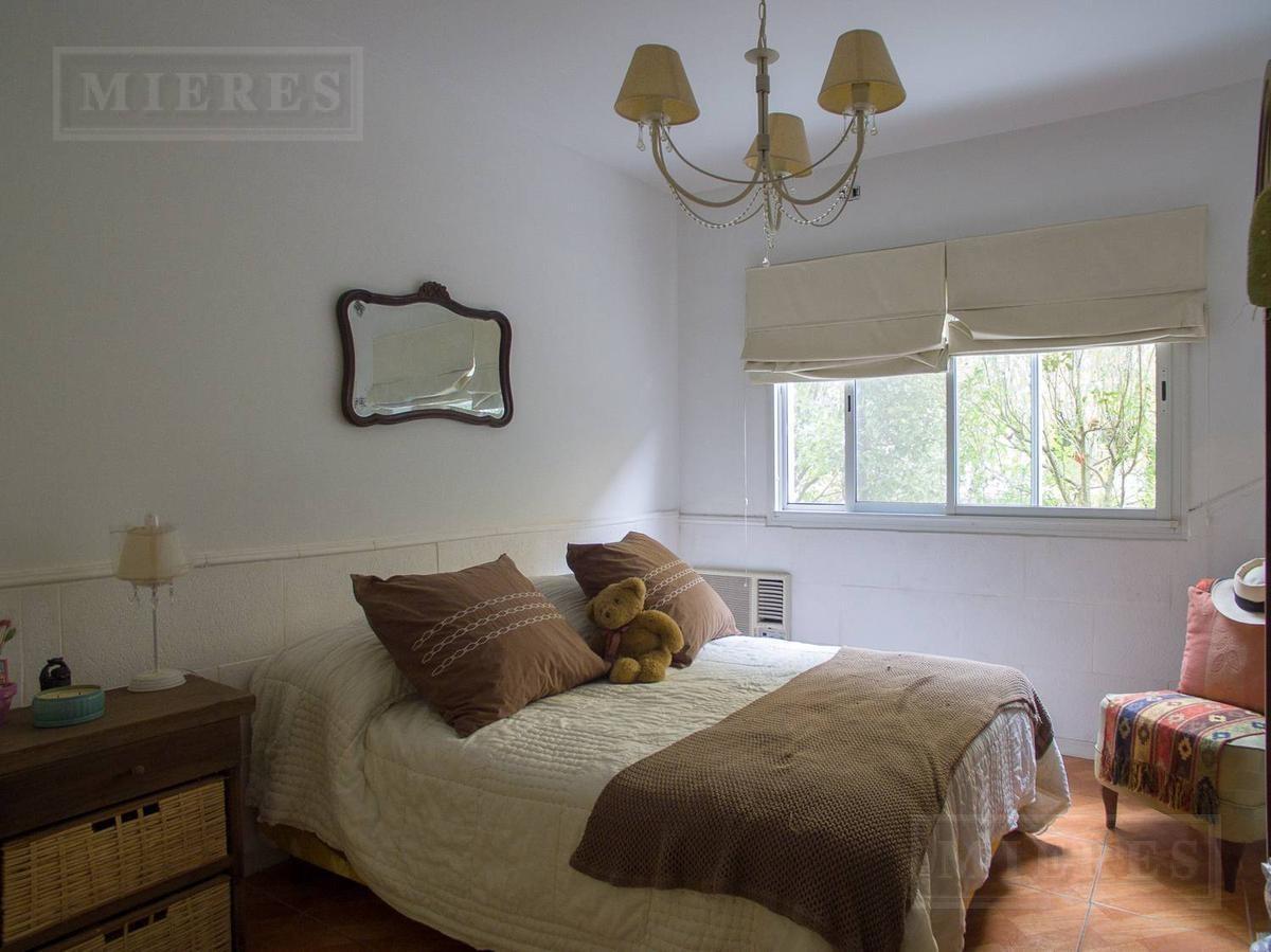 casa en venta con 4 dormitorios y gran jardin en venta en santa maria de tigre
