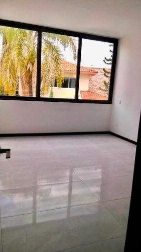casa en venta con 4 recamaras cerca plaza galerias, zapopan