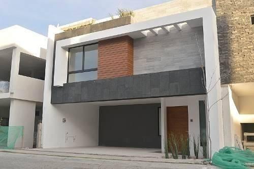 casa en venta con acabados en mármol en lomas de angelópolis