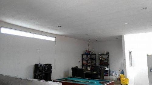 casa en venta con local en planta baja en colonia villas vicenza