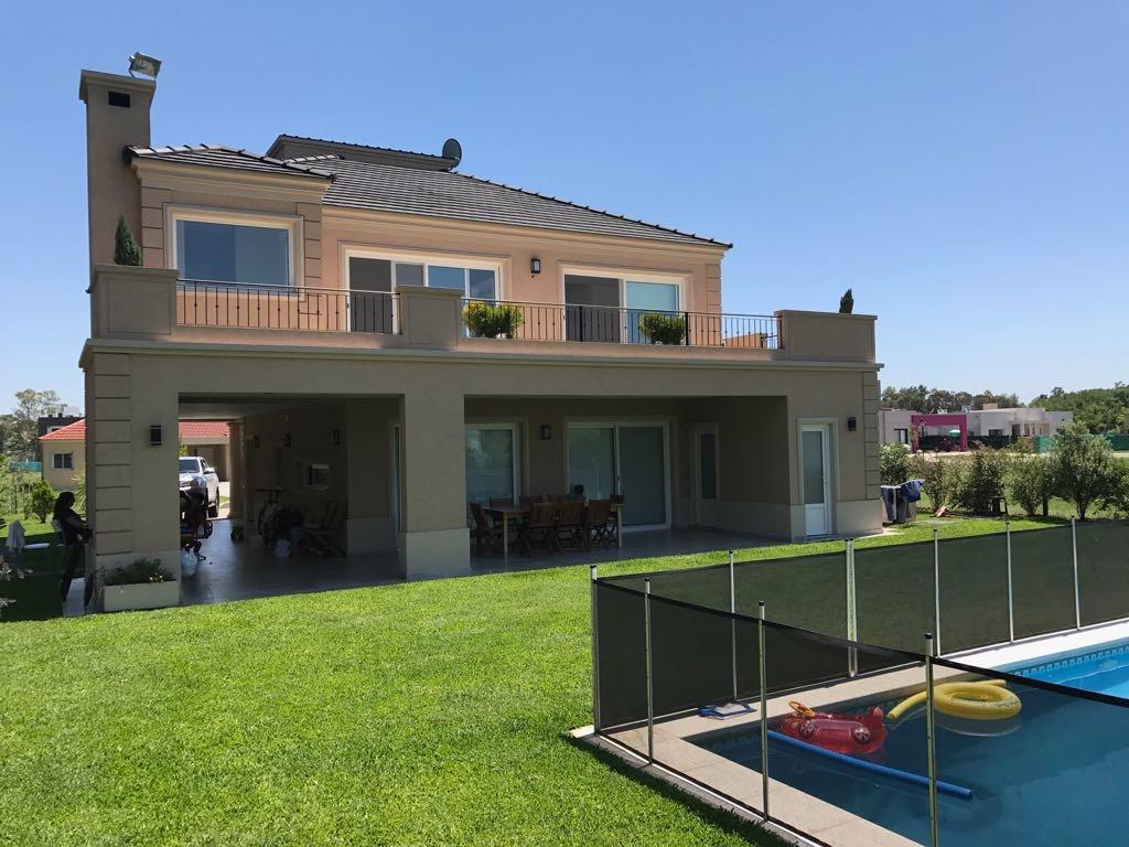 casa en venta con piscina  barrio santa juana canning
