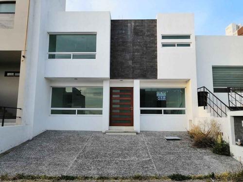 casa en venta con recamara en planta baja fraccionamiento el refugio querétaro