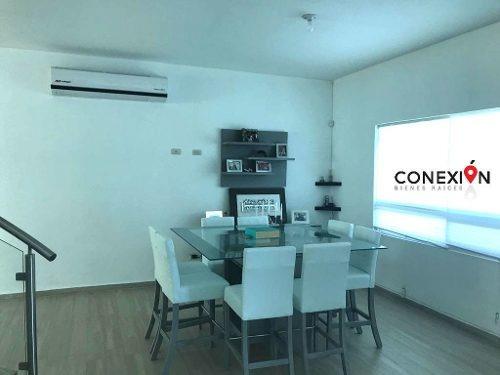 casa en venta con recámara en primer piso en terreno de 1,000 m2!