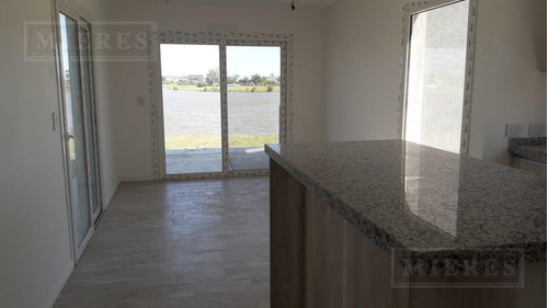 casa en venta con renta en el canton barrio islas a la laguna