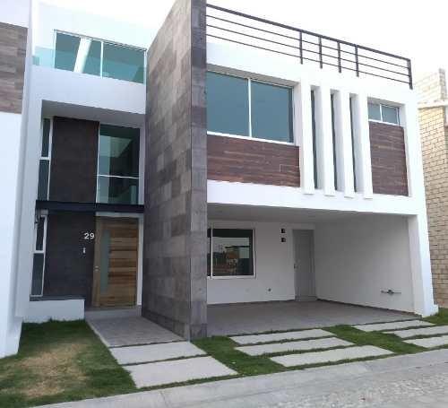casa en venta con roof garden por la recta cholula y periferico cerca udlap