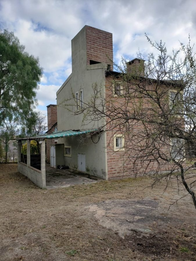 casa en venta de 2 dormitorios c/ cochera en villa parque siquimán