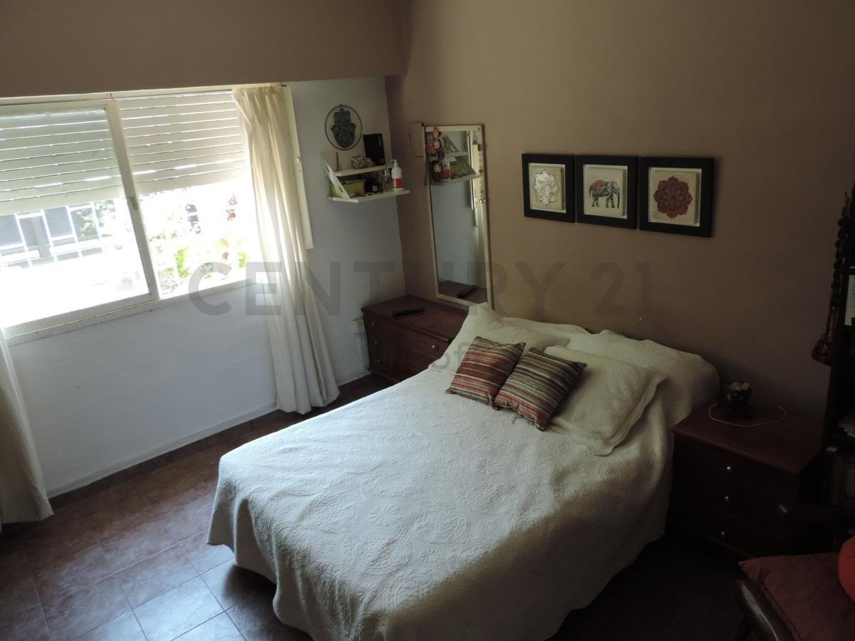 casa en venta  de 2 dormitorios con cochera la plata, los hornos