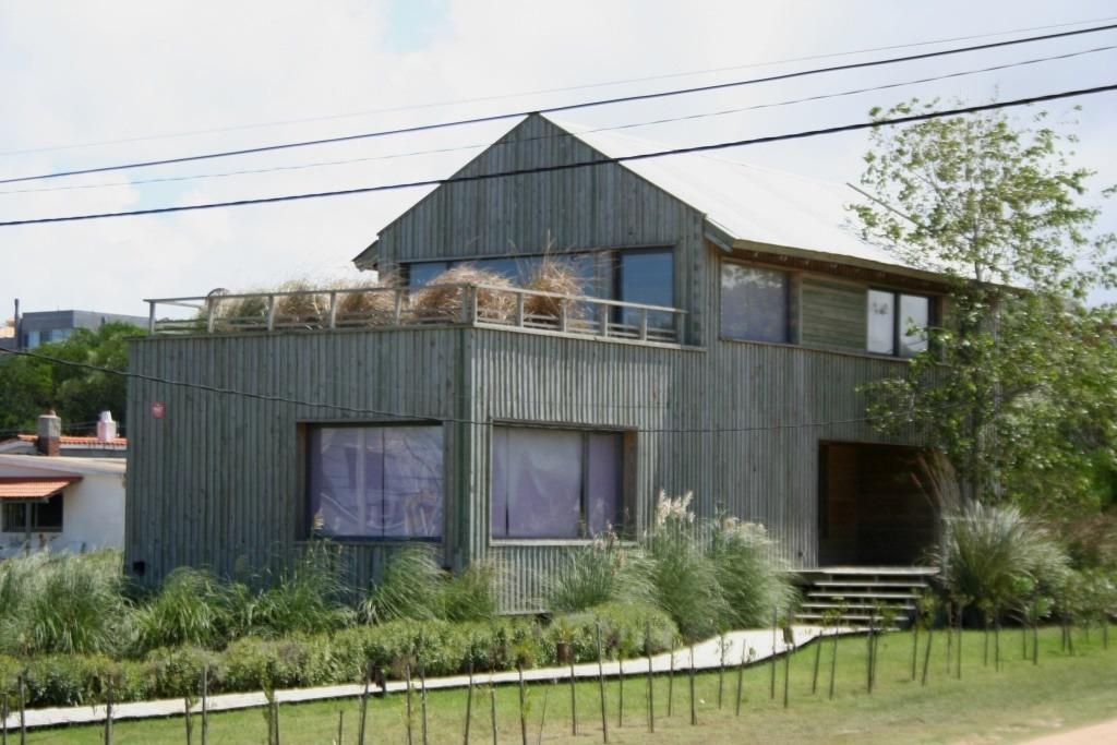 casa en venta de 2 dormitorios en balneario buenos aires
