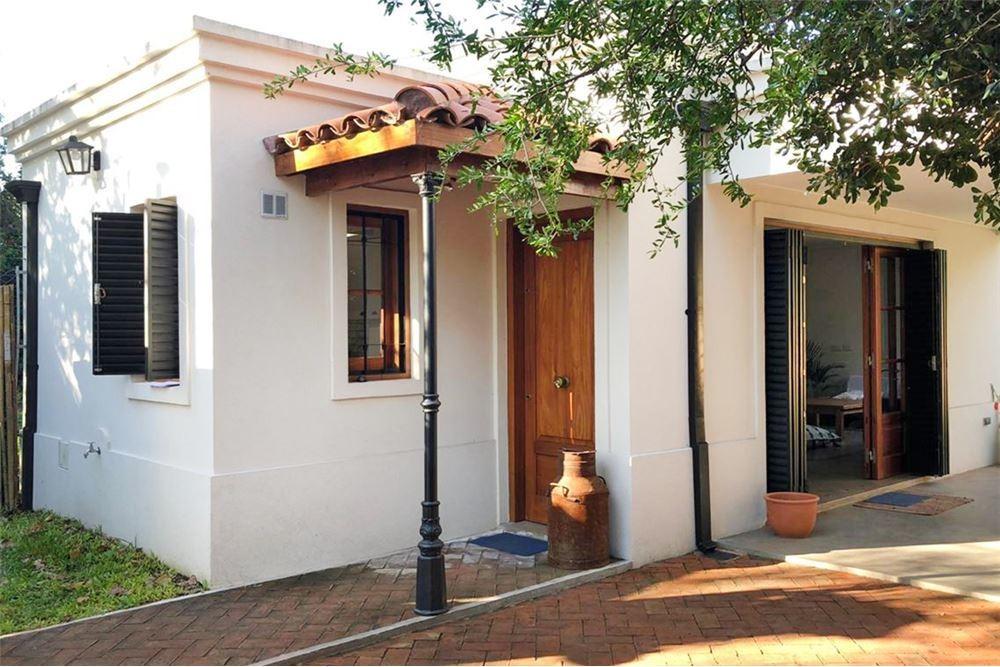 casa en venta de 2 dormitorios en city bell